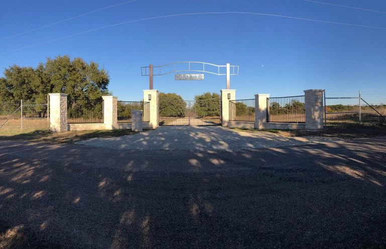 Large-Stone-Metal-Ranch-Entry-gate