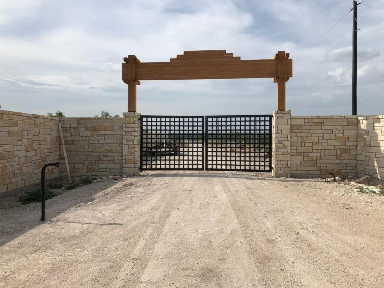 Majestic-Stone-Wood-Ranch-Entry-Gate