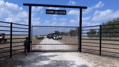Tall-Metal-Ranch-Entry-gate